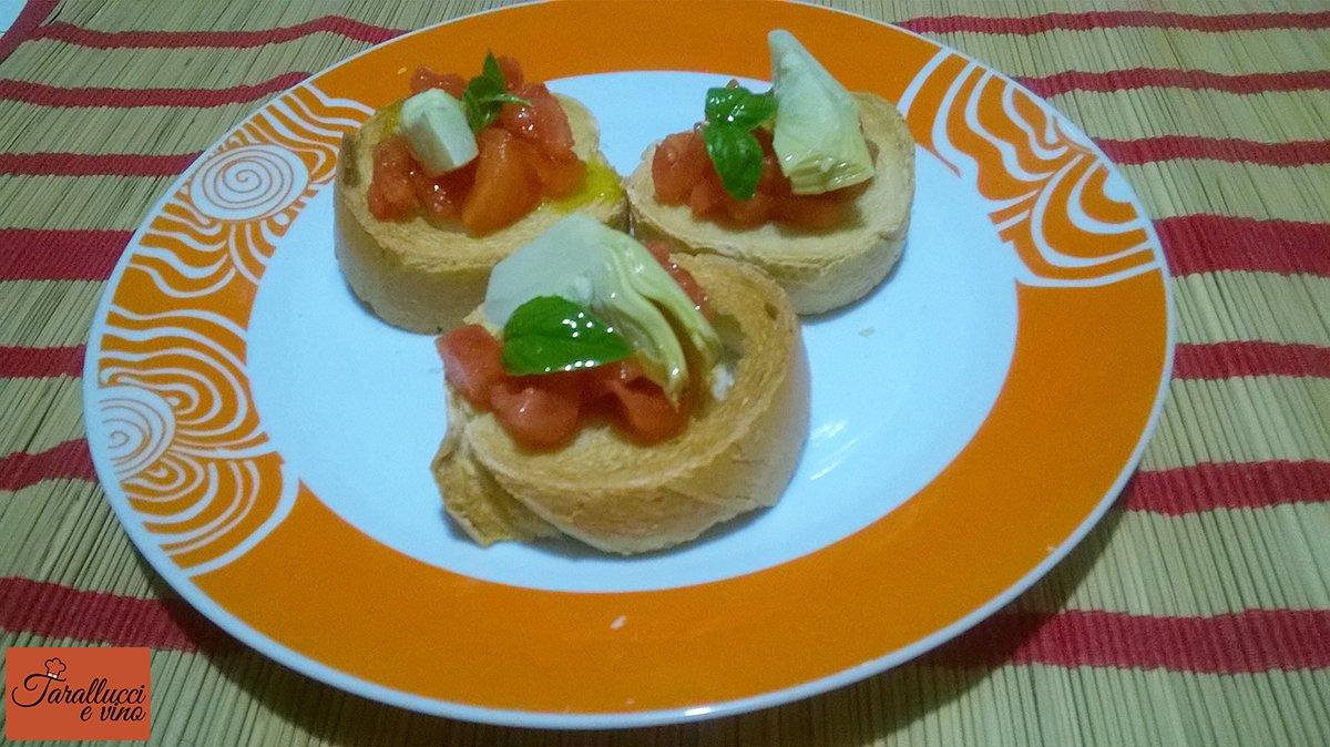 Bruschetta con pomodori e carciofini