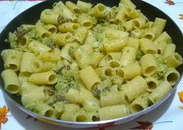 Mezze maniche broccoli e salsiccia