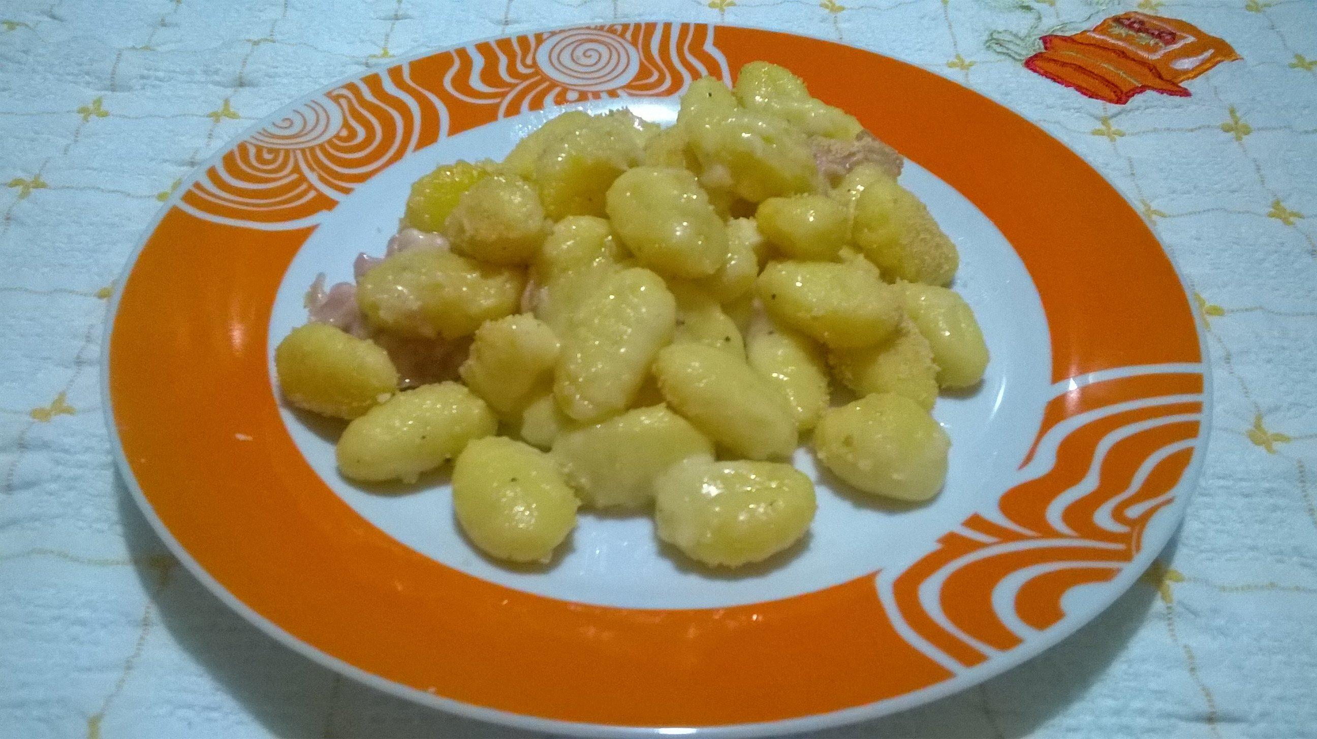 Gnocchi gratinati ai formaggi e prosciutto cotto