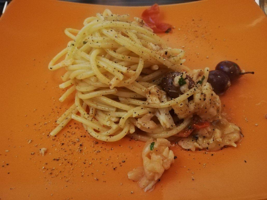 Spaghetti saporiti con gamberoni e salmone