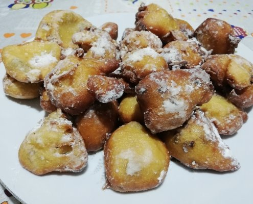 Frittelle dolci con uvetta sultanina