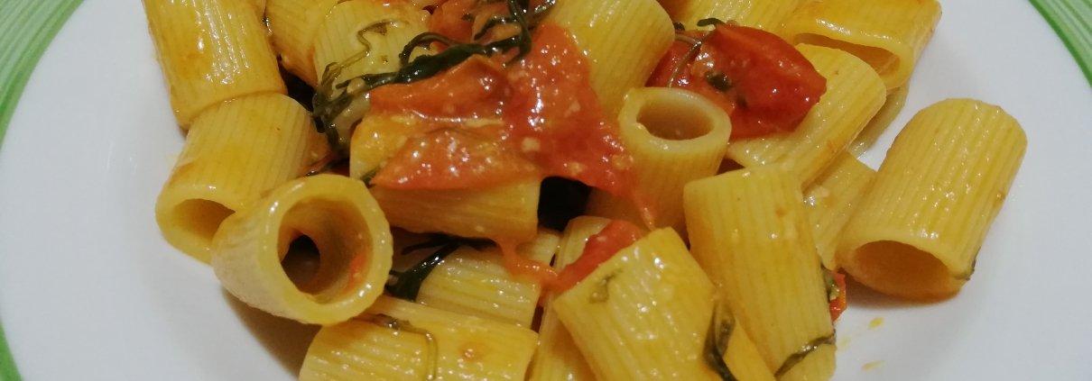Pasta con rughetta e pomodorini