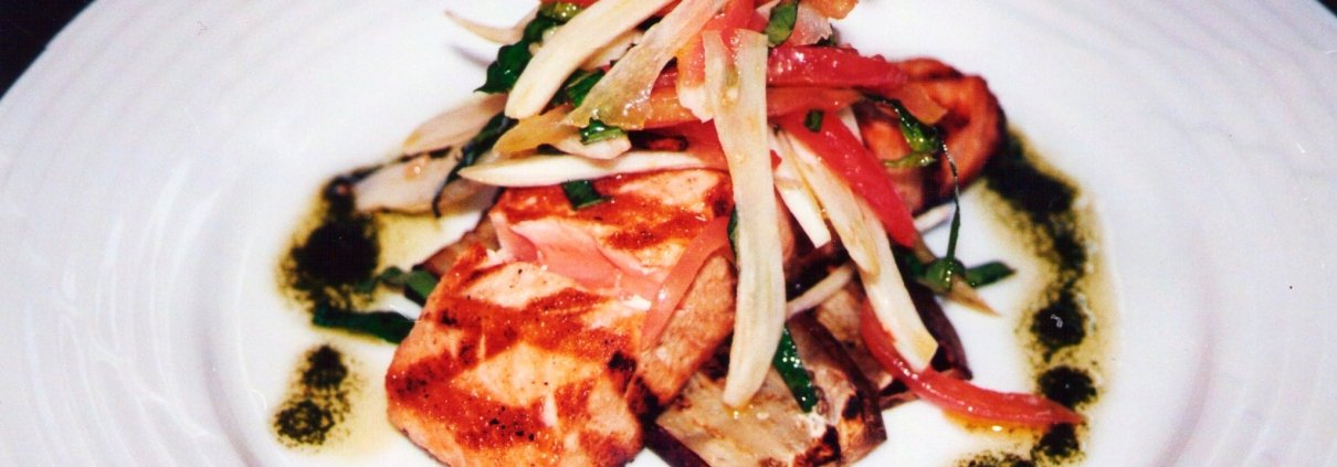 Salmone alla griglia con melanzane e finocchi