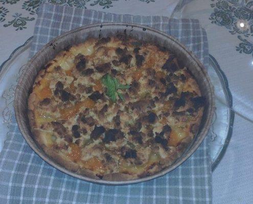 Crostata senza glutine con albicocche e frutta secca