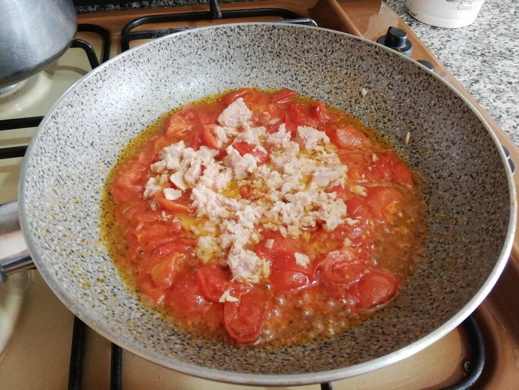 Pasta pomodorini e tonno