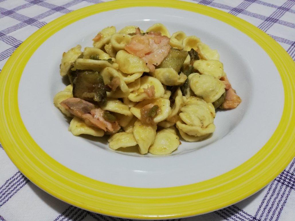 Orecchiette zucchine e salmone