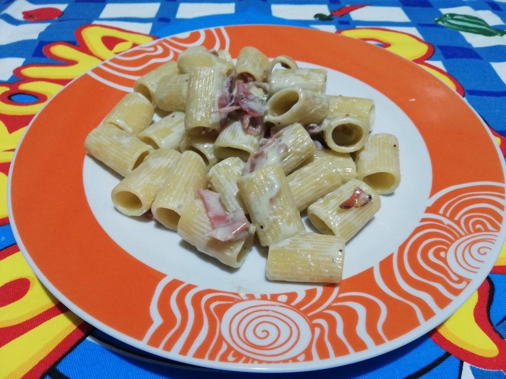 Mezze maniche speck e gorgonzola