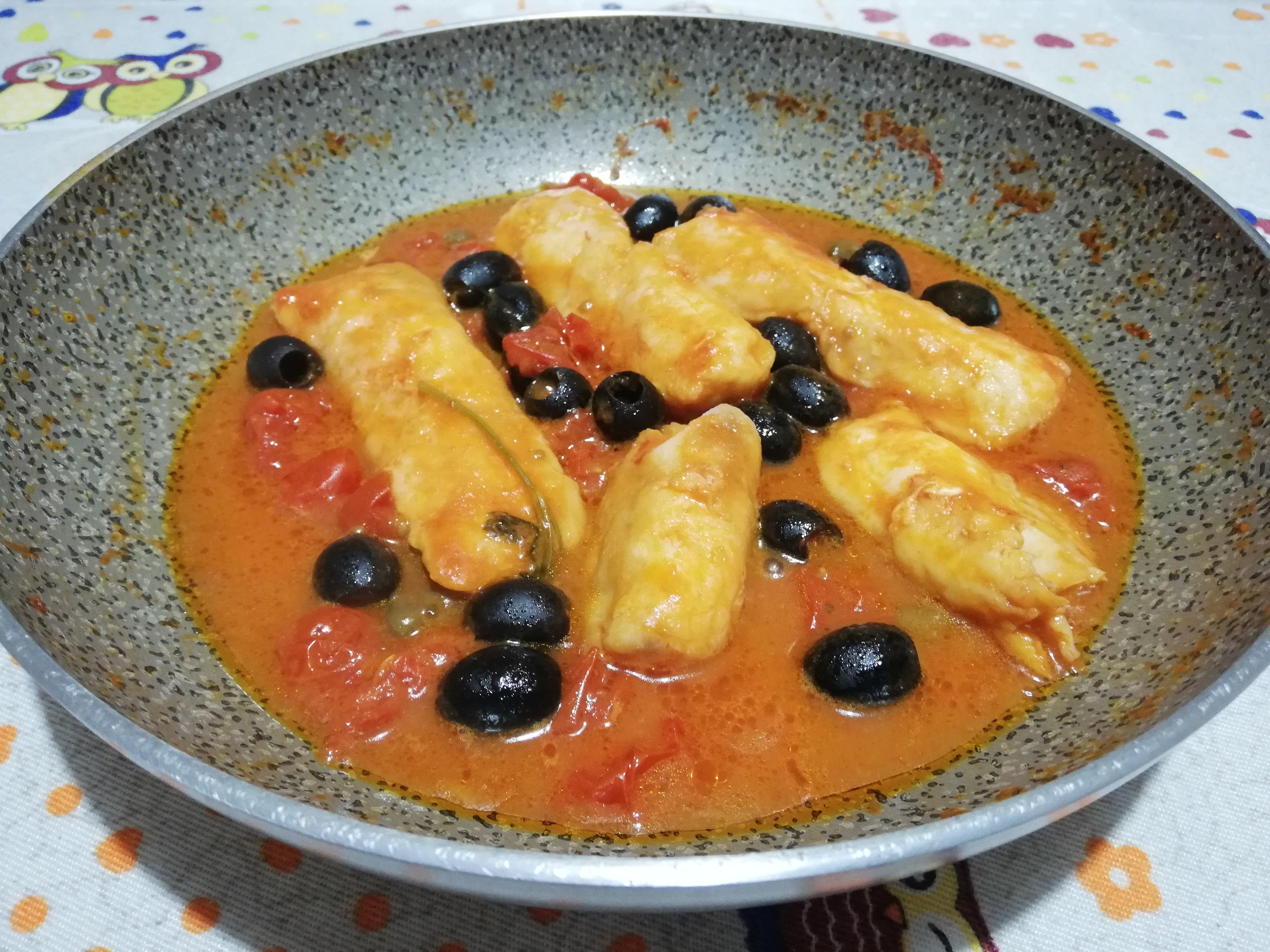 Filetti di merluzzo con olive e capperi