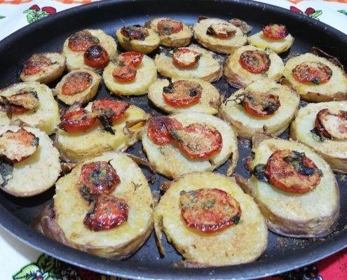 Patate gratinate al forno con pomodorini