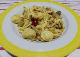 Orecchiette salsiccia capperi e broccoli