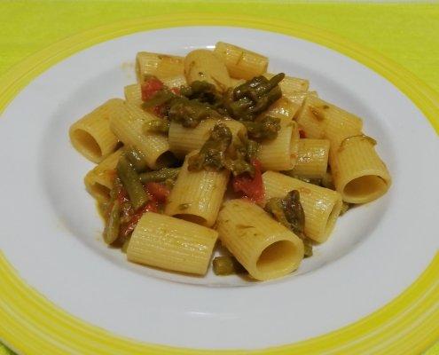 Mezze maniche asparagi e pomodorini