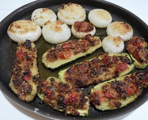 Zucchine ripiene al forno con le cipolle